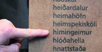 Nýyrði Jónasar Í minningarstofa um Jónas Hallgrímsson á Hrauni í Öxnadal. Hin fjölmörgu nýyrði Jónasar hafa verið greipt í kassa í stofunni.