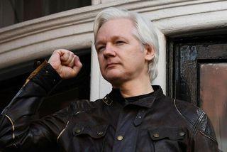 Julian Assange hefur búið í sendiráði Ekvador í London síðustu árin.