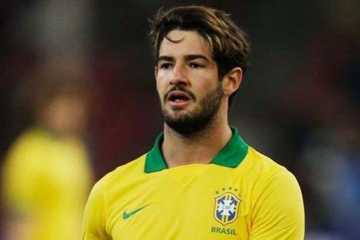 Alexandre Pato er kominn til Chelsea sem lánsmaður frá Corinthians í Brasilíu. Hann er 26 ...