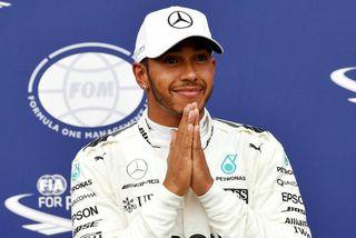 Lewis Hamilton fagnar metpólnum í Monza.