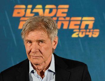 Harrison Ford situr ekki og horfir á þegar aðrir eru í vanda.