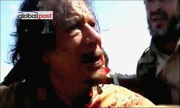 Mynd úr myndskeiði, sem birt var í dag af Gaddafi eftir að uppreisnarmenn náðu honum ...