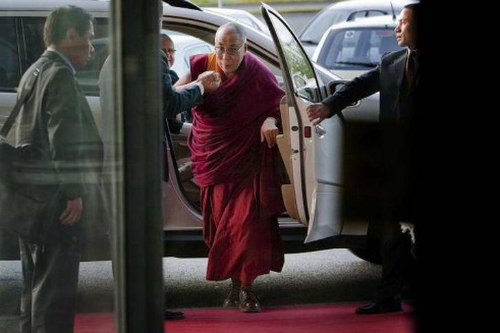 Dalai Lama kemur til Hilton hótels á sunnudagskvöld.
