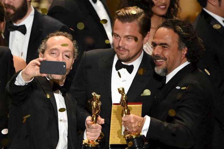 Emmanuel Lubezki, Leonardo DiCaprio og Alejandro Gonzalez Inarritu smella í rándýra sjálfsmynd.