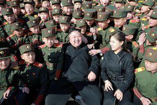 Kim Jong-Un og eiginkona hans Ri Sol-Ju. Norður-kóreskir diplómatar segir það ekki á samningaborðinu að ...