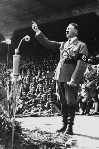 Adolf Hitler á fjöldafundi í Þýskalandi árið 1937.