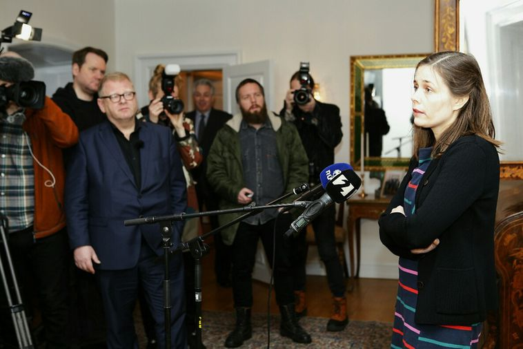 Katrín Jakobsdóttir speaking to journalists after her meeting with the President.