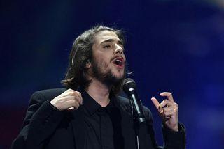Salvador Sobral syngur lag systur sinnar Amar Pelos Dois.