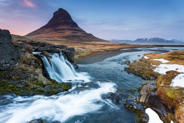 Kirkjufell og Kirkjufellsfoss mynda glæsilegt sjónarspil.