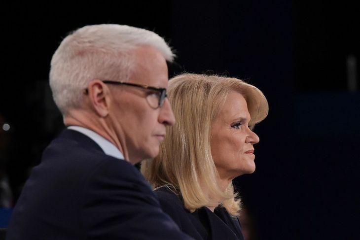 Spyrlarnir Anderson Cooper frá CNN og Martha Raddatz frá ABC.