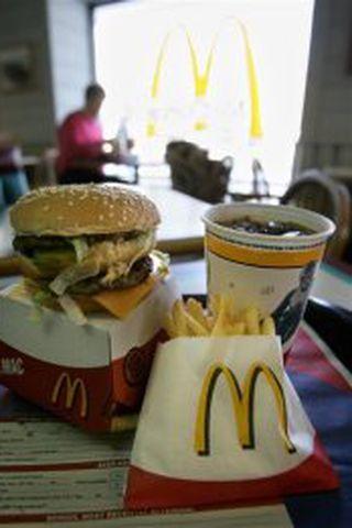 McDonalds nægir að merkja vöru með gullna emminu.