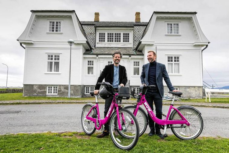 Dagur B. Eggertsson, Mayor of Reykjavik, and Skúli Mogensen, managing director of WOW air. .