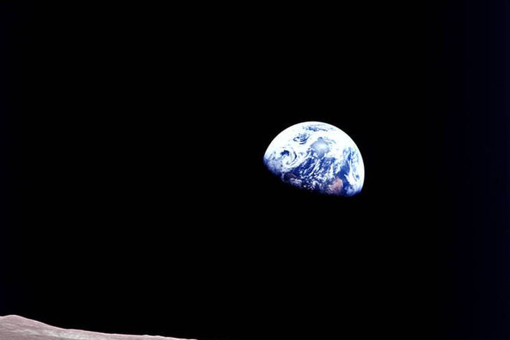 Ein frægasta myndin í sögu geimkönnunar var tekin í Apollo 8-leiðangrinum, fyrsta mannaða leiðangrinum sem ...