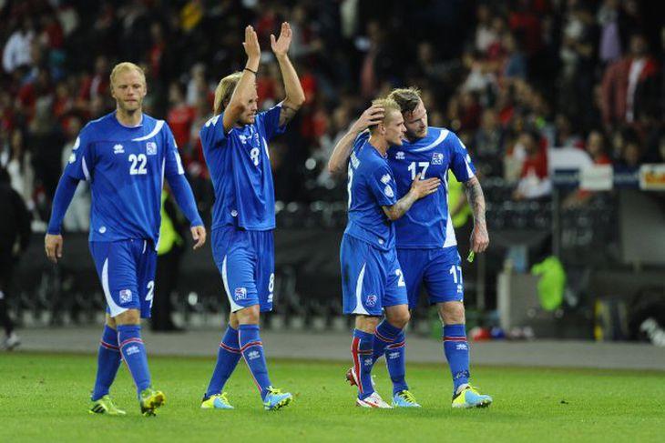 Eiður Smári Guðjohnsen, Birkir Bjarnason, Ari Freyr Skúlason og Aron Einar Gunnarsson ánægðir í leikslok.