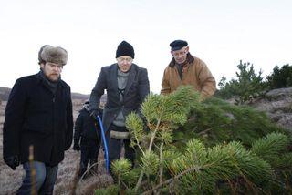 Þröstur Ólafsson, formaður Skógræktarfélags Reykjavíkur, Jón Gnarr borgarstjóri og S. Björn Blöndal, aðstoðarmaður borgarstjóra í ...