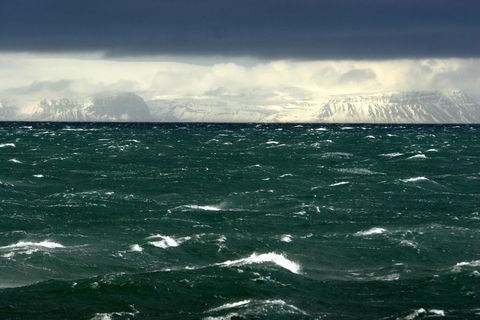 The Beaufort scale describes wind speed in relation to observed conditions on sea and land.