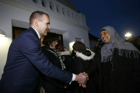 President Jóhannesson offered a heartfelt welcome to Syrian families who are about to settle in Reykjavik and Akureyri. His wife, First Lady Eliza Reid is on his left hand side.