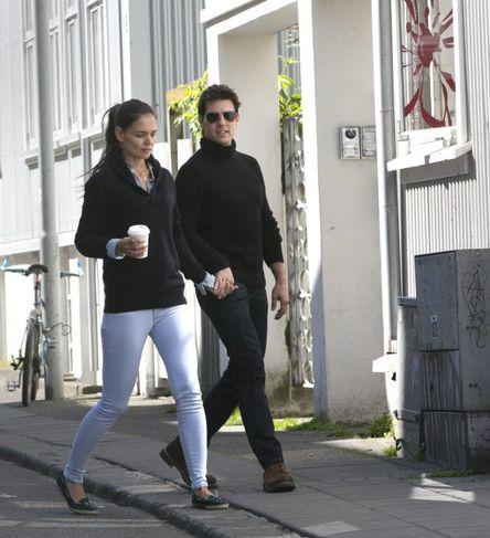 Katie Holmes og Tom Crusie á rölti um miðbæinn í Reykjavík.