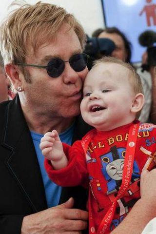 Elton John með Lev.
