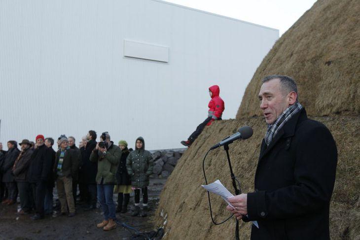 Vígsluathöfnin hefst hófst með ávarpi Vilhjálms Vilhjálmssonar, forstjóra HB Granda.