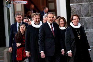 Arna Grétarsdóttir, sóknarprestur á Reynivöllum sést hér á milli forseta Íslands, Guðna Th. Jóhannessonar og ...