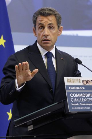 Forseti Frakklands, Nicolas Sarkozy, varar við því að það sama ...