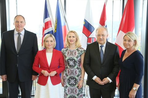 Foreign Minister Lilja Alfreðsdóttir among other EFTA ministers.