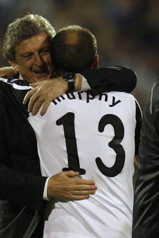 Roy Hodgson og fyrirliðinn Danny Murphy fagna sigrinum á Hamburg ...