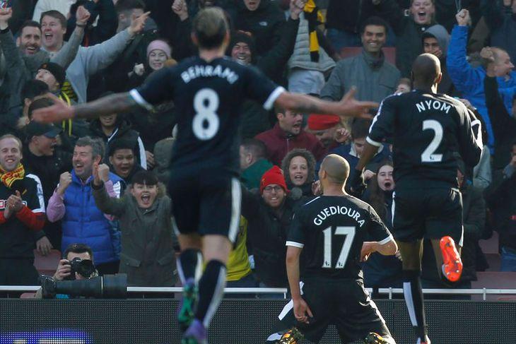 Adlene Guedioura, leikmaður Watford, fagnar marki sínu gegn Arsenal í dag.