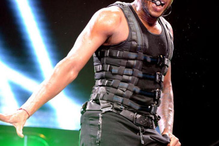 Usher á sviði.