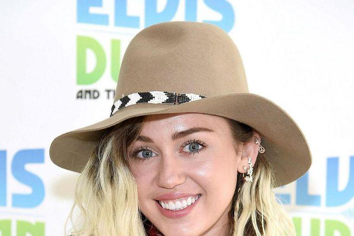 Miley Cyrus er á öðrum stað í dag en árið ...