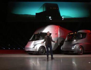 Elon Musk kynnir nýja vöruflutningabílinn sem Tesla ætlar að hefja smíði á 2019.