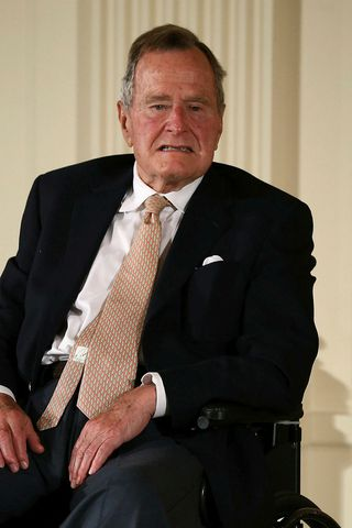 George H. W. Bush fyrrverandi Bandaríkjaforseti. Talsmaður Bush hefur viðurkennt ...