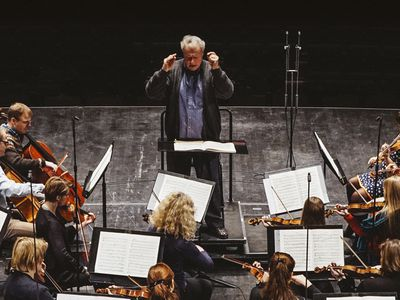 Tortelier conducts Rachmaninoff