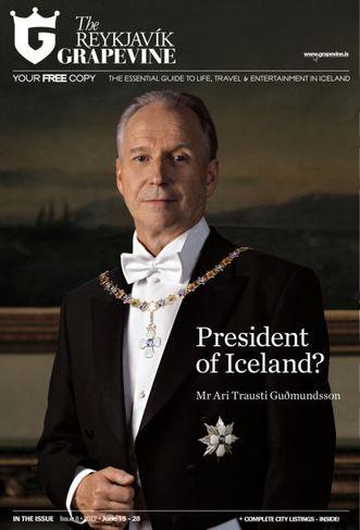 Ari Trausti Guðmundsson með keðju og stórkrossstjörnu. Hér gæti hann sem forseti verið á leiðinni ...