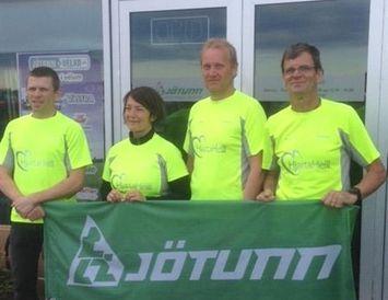 Þau Geir Guðjónsson, Júlía Gunnarsdóttir, Össur Björnsson og Sigmundur Stefánsson skipa boðsveitina Jötun.
