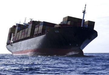 Gámaflutningaskipið er 47.000 tonn að stærð og siglir undir fána Líberíu.