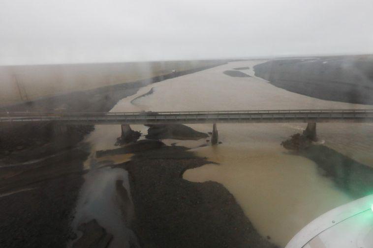 The bridge across Steinavötn has been closed due to flooding .