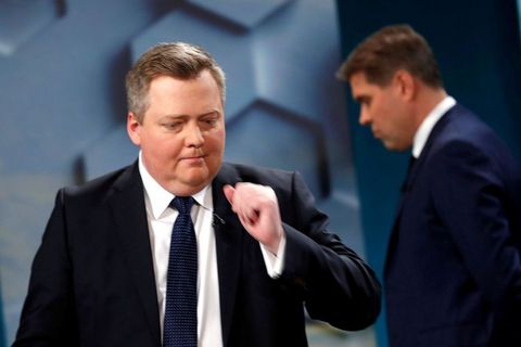 Former Prime Minister Sigmundur Davíð Gunnlaugsson has made a comeback with his new Center Party. Incumbent Prime Minister Bjarni Benediktsson, leader of the Independence Party in the background.