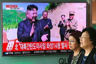 Kim Jong-un sagðist hættur við árás á Gvam í bili.