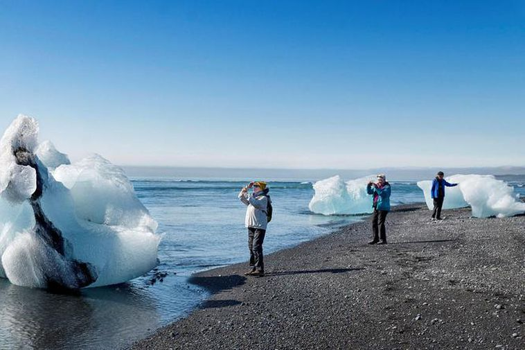 Tourists can drive to Jökulsárlón without problems but it's impossible to drive onwards to Höfn.