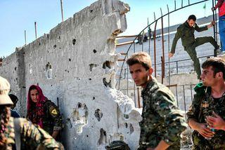 Hermenn úr stjórnarhernum í borginni Raqqa.