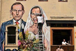 Tony Abbott sem brúðir Tony Abbott. Forsætisráðherrann fyrrverandi er á móti hjónaböndum hinsegin fólks og ...