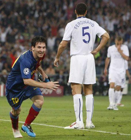 Messi byrjaður að fagna markinu.