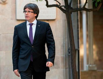 Carles Puigdemont er undir miklum þrýstingi.