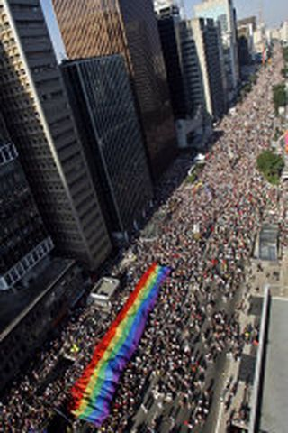 Þrjár milljónir manna gengu saman á heimsins stærstu Gay Pride ...