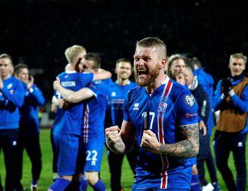 Íslensku landsliðsmennirnir fagna HM-sætinu í haust.