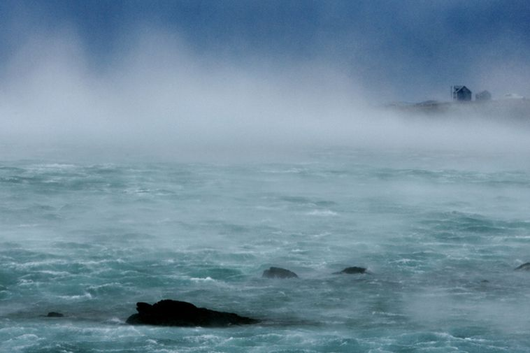 Two couples came close to drowning in Djúpalónssandur in Snæfellsnes yesterday.