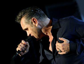 Morrissey kom fram á tónleikum í Laugardalshöll árið 2006.