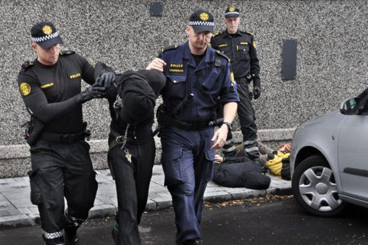 Saving Iceland móli 7. ágúst 2009